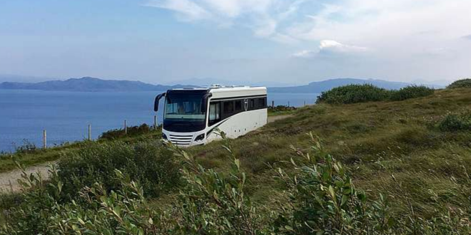 auf Reisen 660x330 - Großzügig ausgestattete Reisemobile schenken Bewegungsfreiheit
